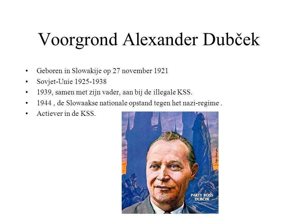 Voorgrond Alexander Dubček Geboren in Slowakije op 27 november 1921 Sovjet-Unie 1925-1938 1939, samen met zijn vader, aan bij de illegale KSS. 1944, d