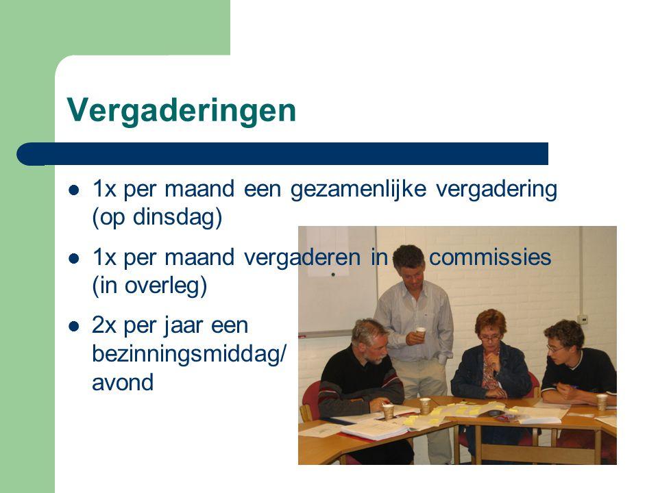 Vergaderingen 1x per maand een gezamenlijke vergadering (op dinsdag) 1x per maand vergaderen in commissies (in overleg) 2x per jaar een bezinningsmidd