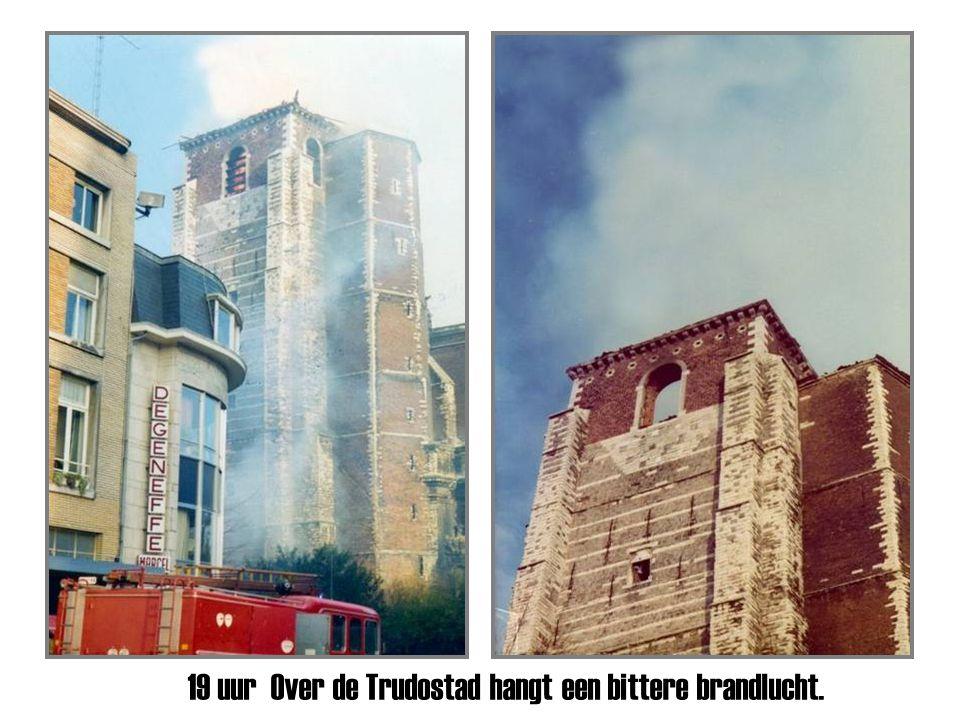 Om 11.35 uur de trots van St-Truiden zakt brandend in mekaar.