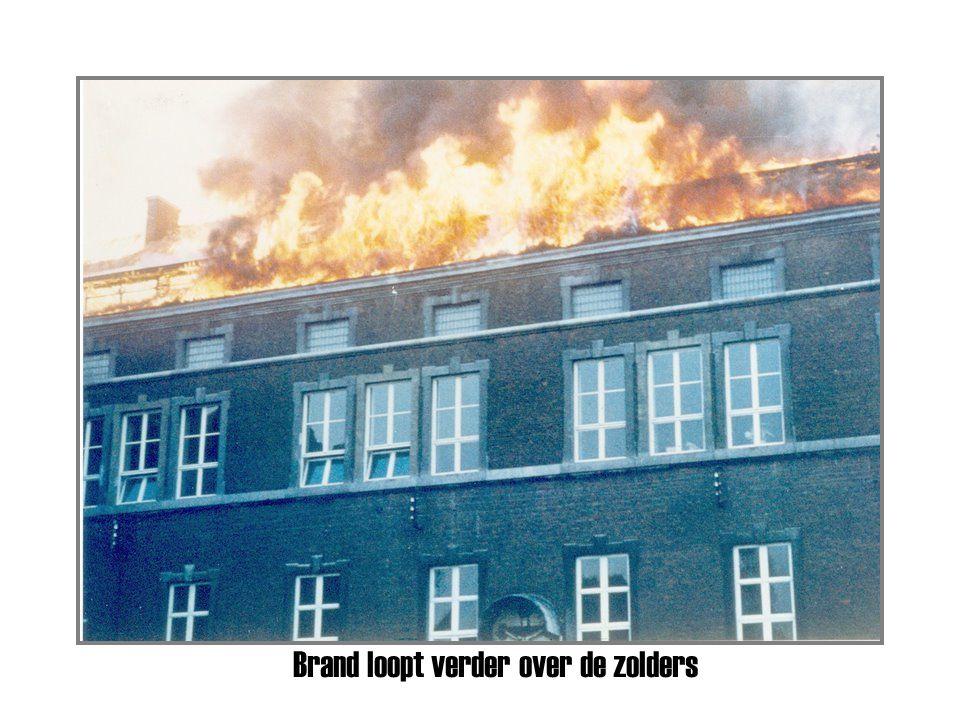 Plankstraat – Om 9 uur slaan de vlammen op uit een slaapzaal.