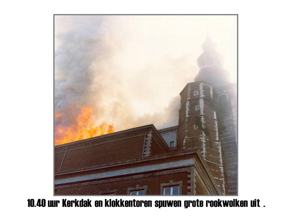 10.30 uur vlammen bereiken het abtskwartier aan de erekoer diesterstraat.
