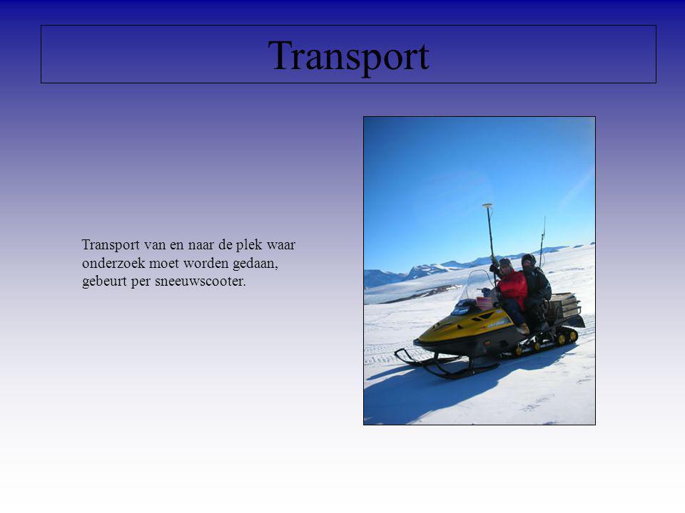 Transport Transport van en naar de plek waar onderzoek moet worden gedaan, gebeurt per sneeuwscooter.