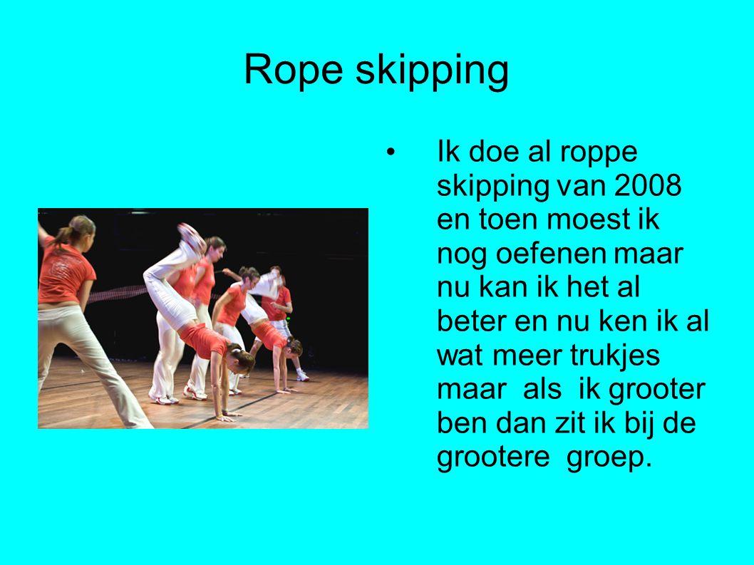Rope skipping Ik doe al roppe skipping van 2008 en toen moest ik nog oefenen maar nu kan ik het al beter en nu ken ik al wat meer trukjes maar als ik