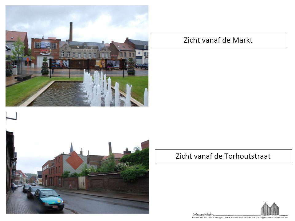 Zicht vanaf de Markt Zicht vanaf de Torhoutstraat