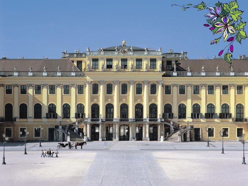 Het Schloss Schönbrunn is de zomerresidentie van de Habsburgers, ook wel het Versailles van Oostenrijk genoemd. Het staat ook bekend als het zomerpale