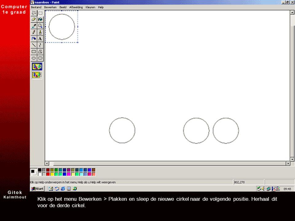 Klik op het menu Bewerken > Plakken en sleep de nieuwe cirkel naar de volgende positie. Herhaal dit voor de derde cirkel.