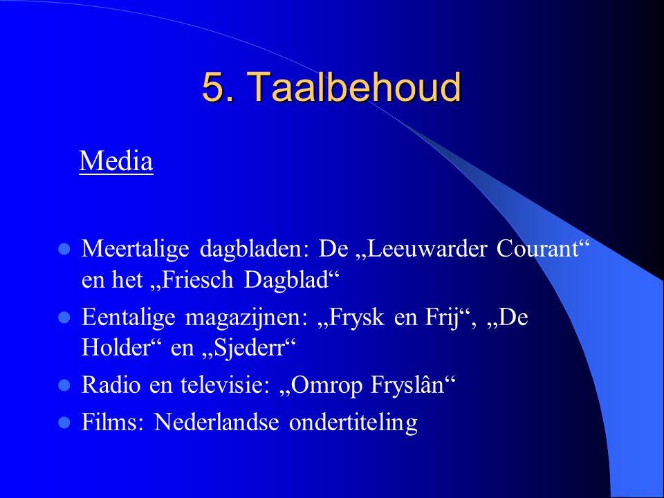"""5. Taalbehoud Meertalige dagbladen: De """"Leeuwarder Courant"""" en het """"Friesch Dagblad"""" Eentalige magazijnen: """"Frysk en Frij"""", """"De Holder"""" en """"Sjederr"""" R"""