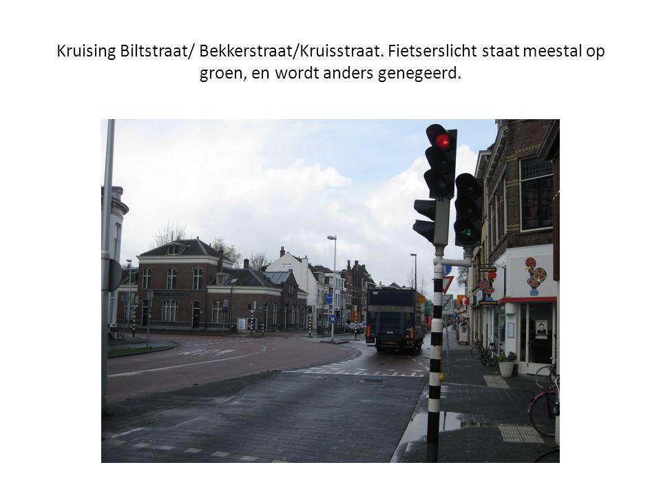 Kruising Biltstraat/ Bekkerstraat/Kruisstraat. Fietserslicht staat meestal op groen, en wordt anders genegeerd.