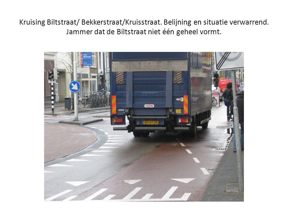 Kruising Biltstraat/ Bekkerstraat/Kruisstraat. Belijning en situatie verwarrend. Jammer dat de Biltstraat niet één geheel vormt.