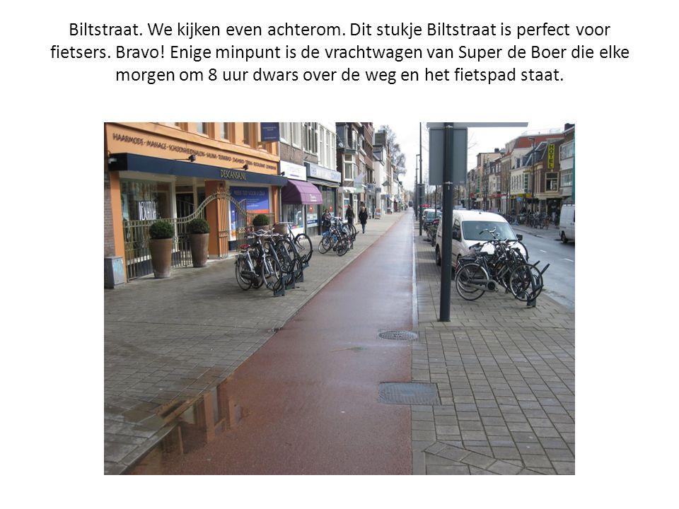 Biltstraat. We kijken even achterom. Dit stukje Biltstraat is perfect voor fietsers. Bravo! Enige minpunt is de vrachtwagen van Super de Boer die elke