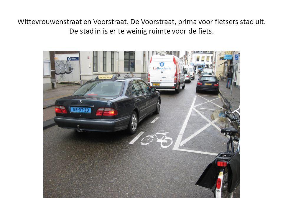Wittevrouwenstraat en Voorstraat. De Voorstraat, prima voor fietsers stad uit. De stad in is er te weinig ruimte voor de fiets.
