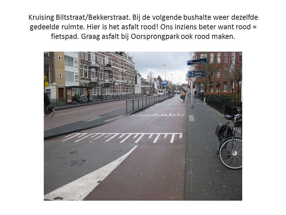Kruising Biltstraat/Bekkerstraat. Bij de volgende bushalte weer dezelfde gedeelde ruimte. Hier is het asfalt rood! Ons inziens beter want rood = fiets
