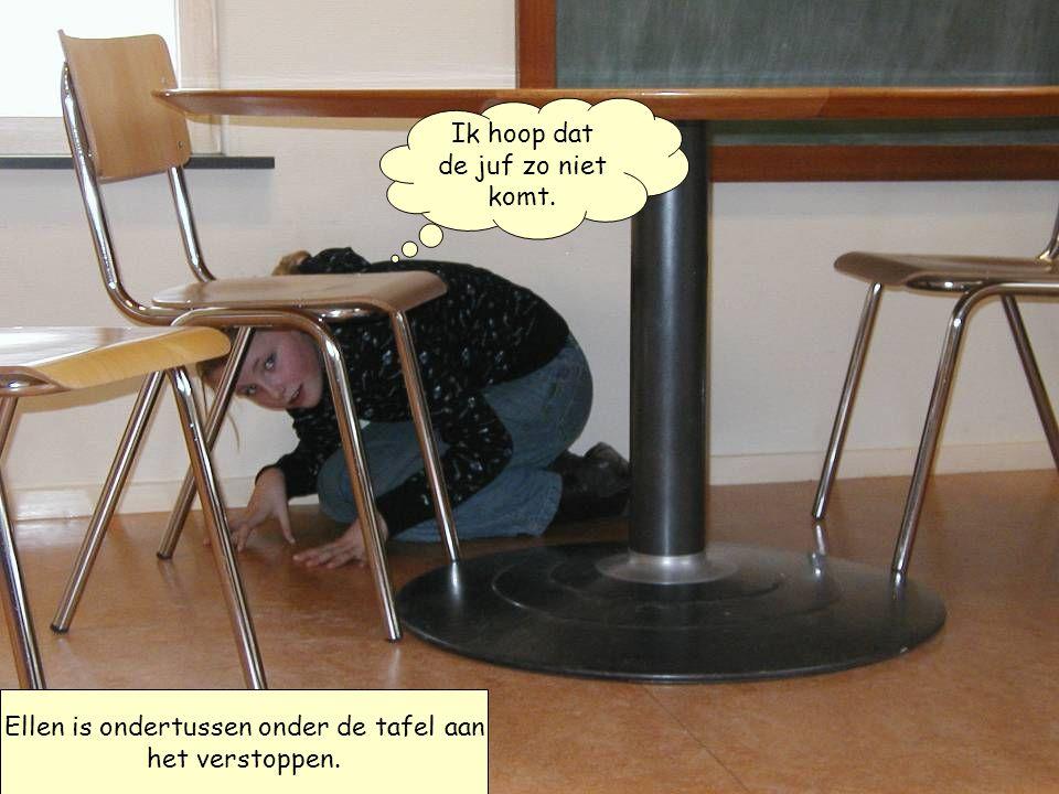 Ellen is ondertussen onder de tafel aan het verstoppen. Ik hoop dat de juf zo niet komt.