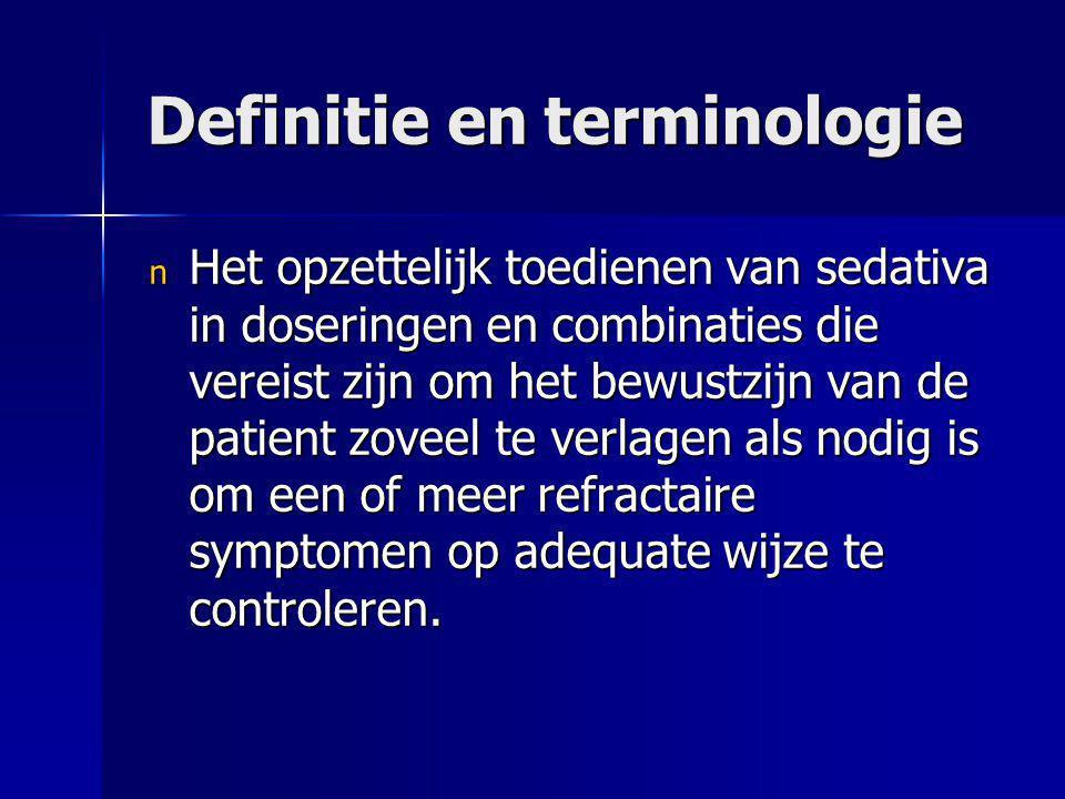 Definitie en terminologie n Het opzettelijk toedienen van sedativa in doseringen en combinaties die vereist zijn om het bewustzijn van de patient zove