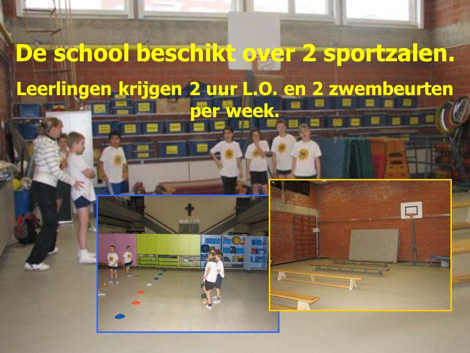 De school beschikt over 2 sportzalen. Leerlingen krijgen 2 uur L.O. en 2 zwembeurten per week.