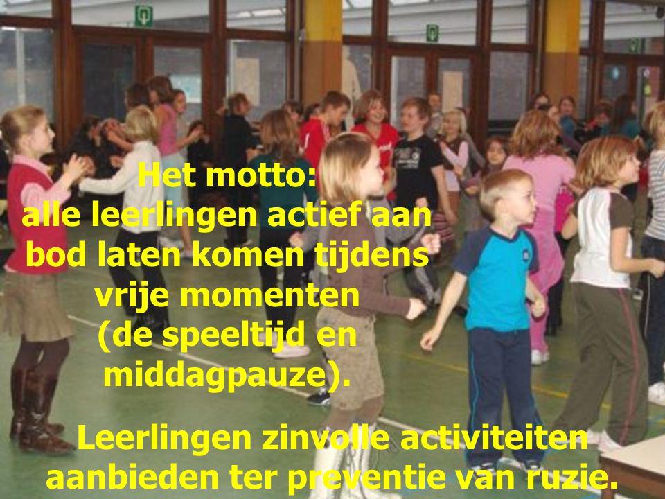 Het motto: alle leerlingen actief aan bod laten komen tijdens vrije momenten (de speeltijd en middagpauze). Leerlingen zinvolle activiteiten aanbieden