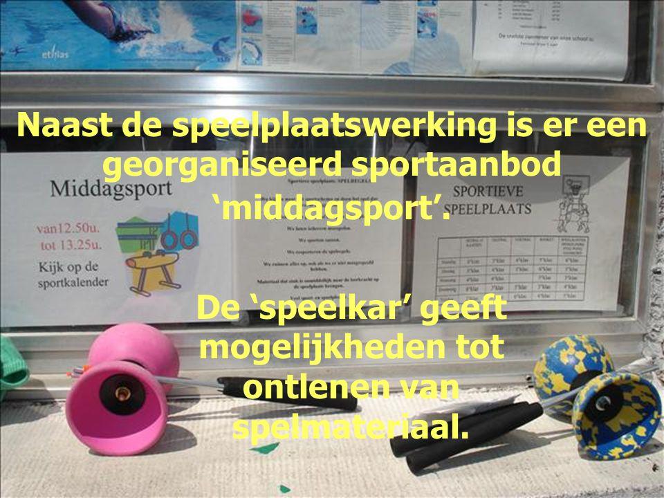 Naast de speelplaatswerking is er een georganiseerd sportaanbod 'middagsport'. De 'speelkar' geeft mogelijkheden tot ontlenen van spelmateriaal.
