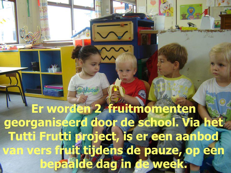 . Er worden 2 fruitmomenten georganiseerd door de school. Via het Tutti Frutti project, is er een aanbod van vers fruit tijdens de pauze, op een bepaa