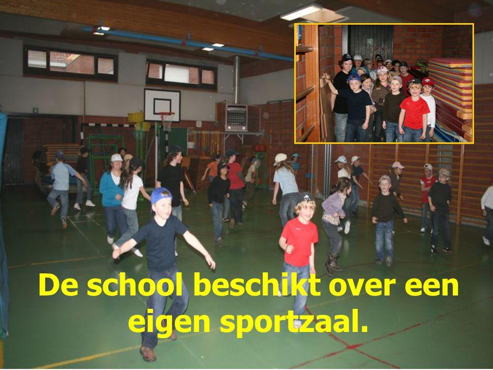 De school beschikt over een eigen sportzaal.