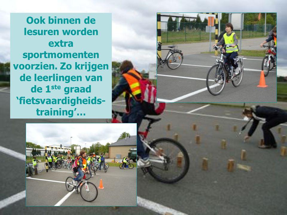 Ook binnen de lesuren worden extra sportmomenten voorzien. Zo krijgen de leerlingen van de 1 ste graad 'fietsvaardigheids- training'…