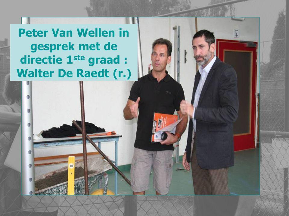 Peter Van Wellen in gesprek met de directie 1 ste graad : Walter De Raedt (r.)