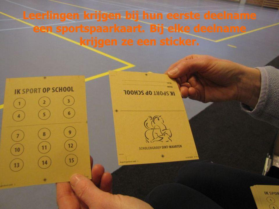 Leerlingen krijgen bij hun eerste deelname een sportspaarkaart. Bij elke deelname krijgen ze een sticker.
