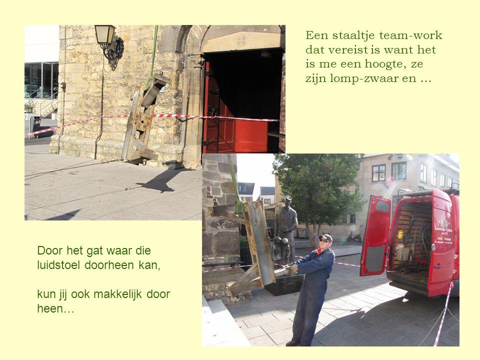 Een staaltje team-work dat vereist is want het is me een hoogte, ze zijn lomp-zwaar en … Door het gat waar die luidstoel doorheen kan, kun jij ook makkelijk door heen…