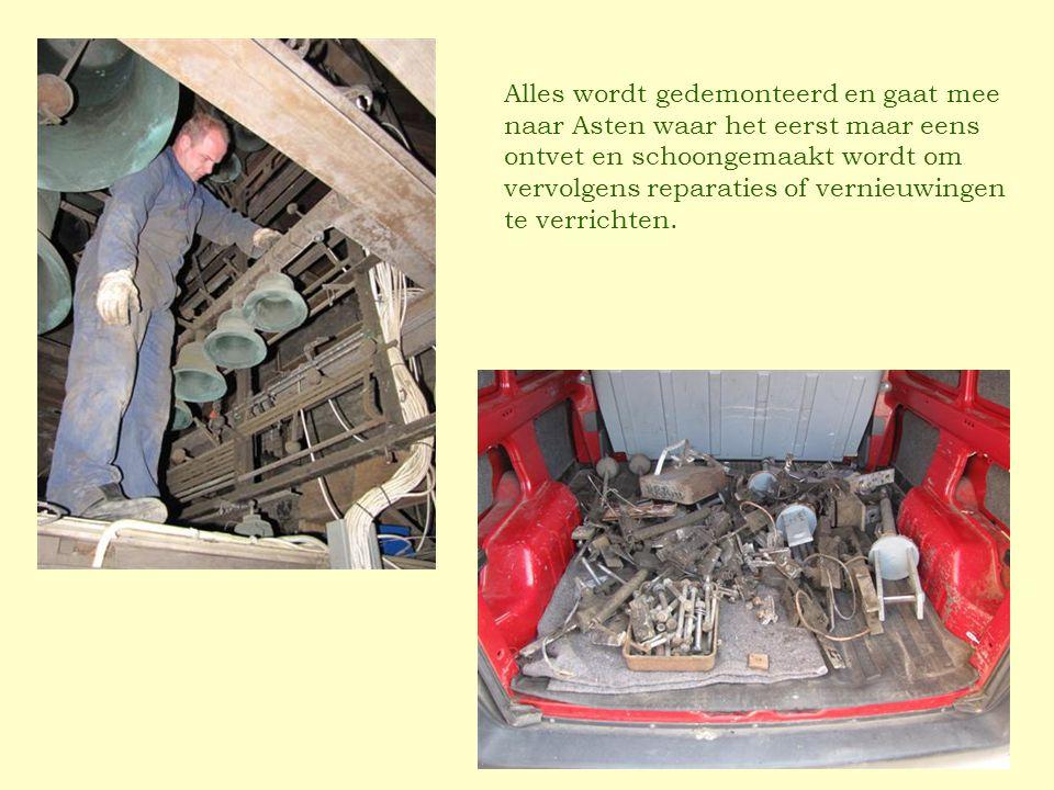 Alles wordt gedemonteerd en gaat mee naar Asten waar het eerst maar eens ontvet en schoongemaakt wordt om vervolgens reparaties of vernieuwingen te verrichten.
