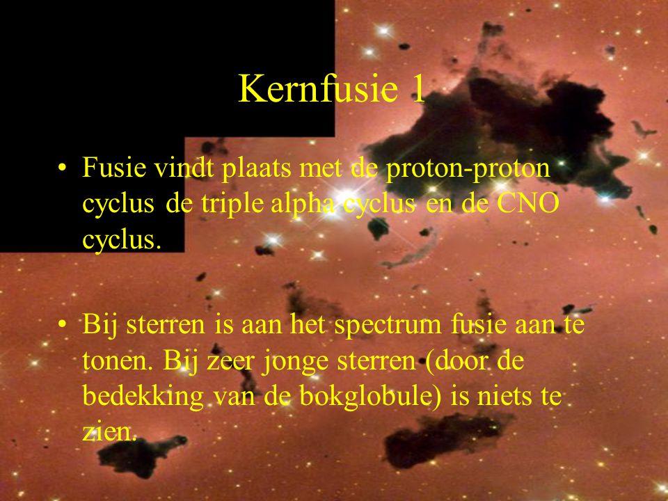 12 Kernfusie 1 Fusie vindt plaats met de proton-proton cyclus de triple alpha cyclus en de CNO cyclus. Bij sterren is aan het spectrum fusie aan te to