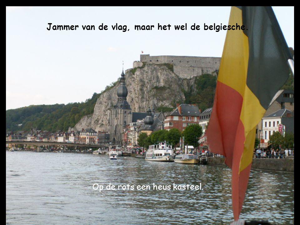 Op de rots een heus kasteel. Jammer van de vlag, maar het wel de belgiesche.