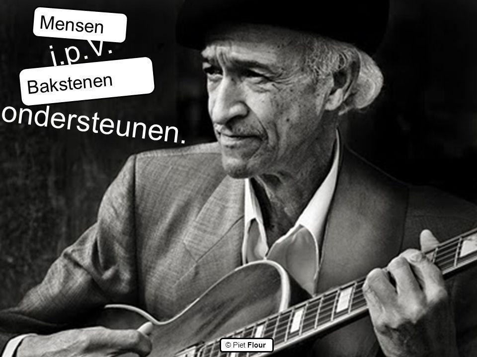 ©© © Piet Flour Mensen Bakstenen i.p.V. ondersteunen.