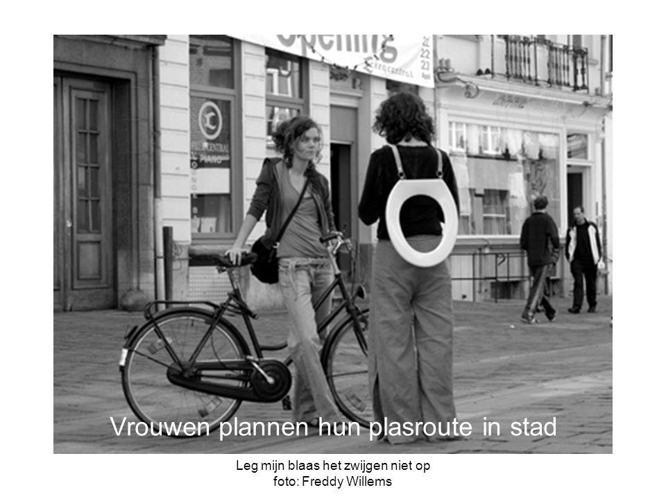 Leg mijn blaas het zwijgen niet op foto: Freddy Willems Vrouwen plannen hun plasroute in stad