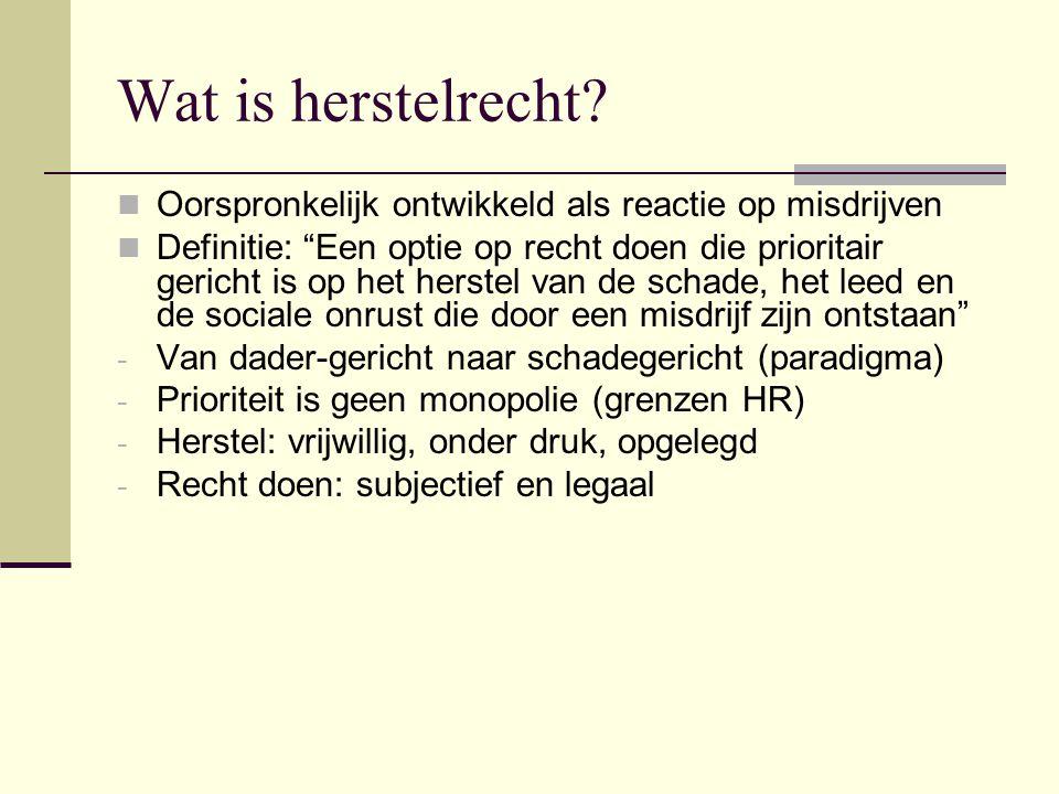 """Wat is herstelrecht? Oorspronkelijk ontwikkeld als reactie op misdrijven Definitie: """"Een optie op recht doen die prioritair gericht is op het herstel"""