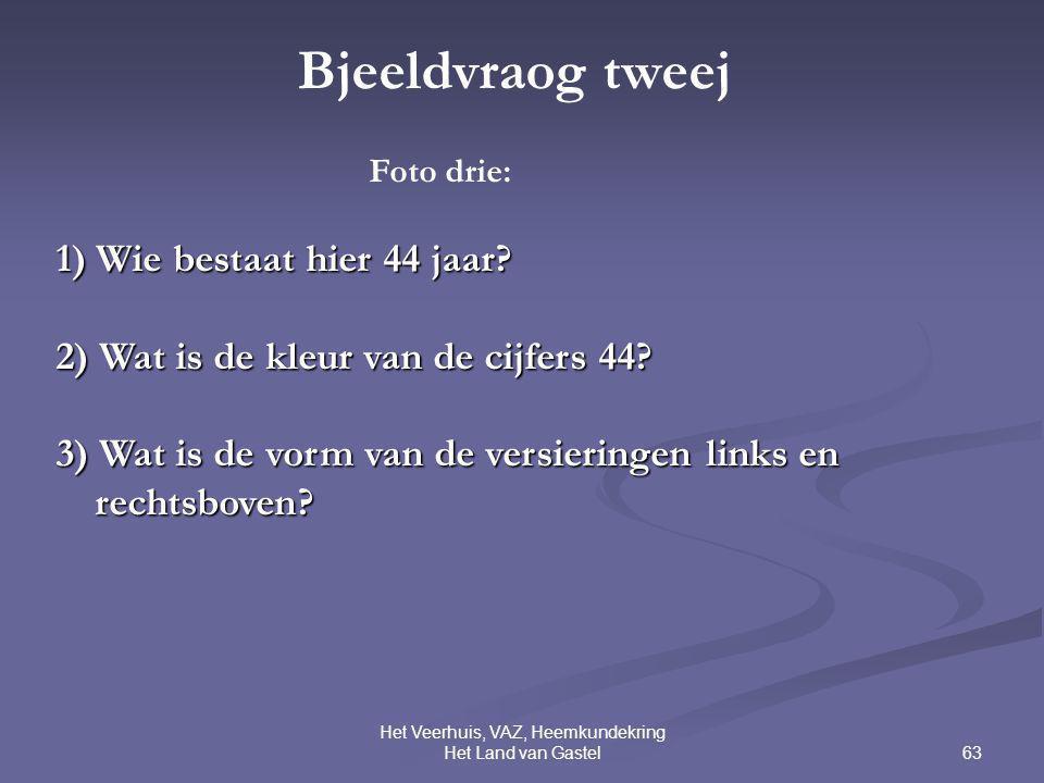 63 Het Veerhuis, VAZ, Heemkundekring Het Land van Gastel Bjeeldvraog tweej Foto drie: 1) Wie bestaat hier 44 jaar? 2) Wat is de kleur van de cijfers 4