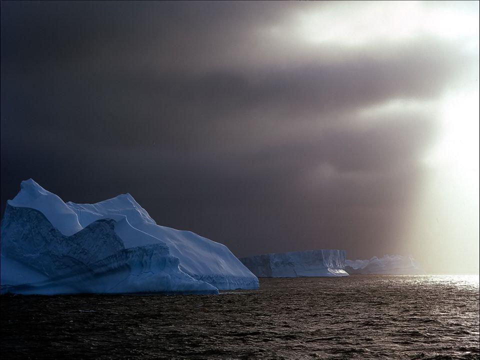 Antarctica heeft de laagste temperaturen op onze planeet, met waarden tot min 70°Celsius en er zijn windstoten tot 300 km per uur. Omdat het 90% van d
