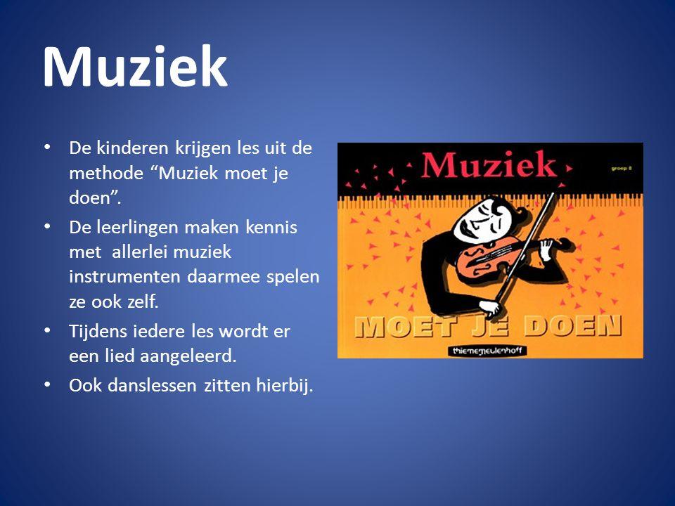 """Muziek De kinderen krijgen les uit de methode """"Muziek moet je doen"""". De leerlingen maken kennis met allerlei muziek instrumenten daarmee spelen ze ook"""