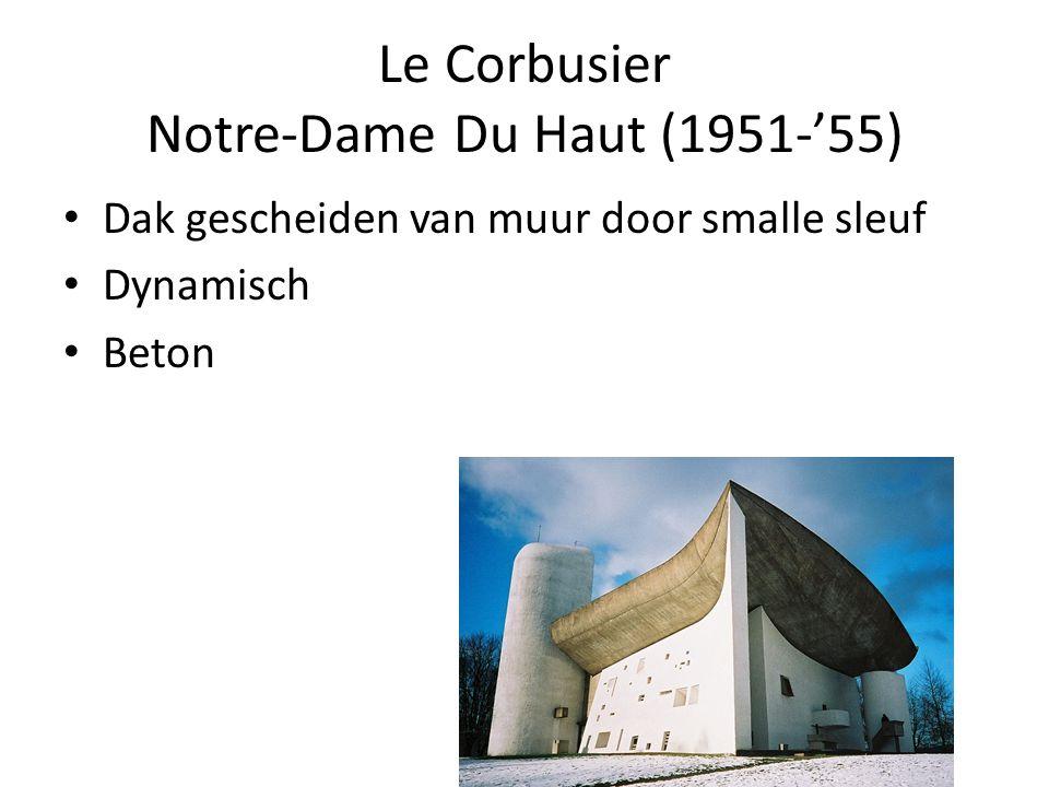 Le Corbusier Notre-Dame Du Haut (1951-'55) Dak gescheiden van muur door smalle sleuf Dynamisch Beton