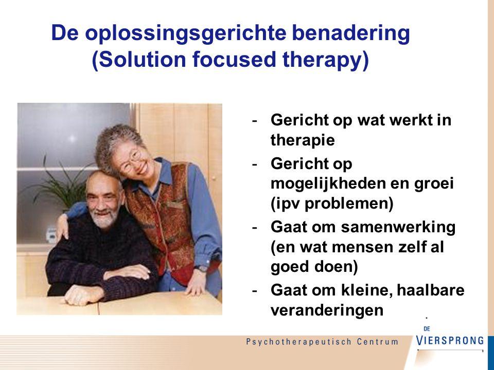De oplossingsgerichte benadering (Solution focused therapy) -Gericht op wat werkt in therapie -Gericht op mogelijkheden en groei (ipv problemen) -Gaat