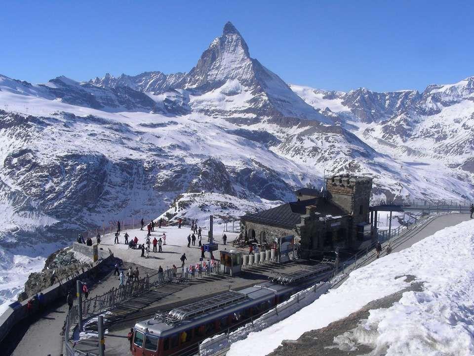 Om de Matterhorn te bereiken neemt u de tandradbaan naar Gornergrat op een hoogte van 3.089 m.