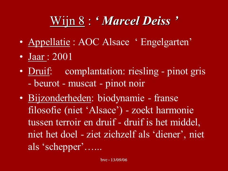 bvc - 13/09/06 Wijn 8 : ' Marcel Deiss ' Appellatie : AOC Alsace ' Engelgarten' Jaar : 2001 Druif: complantation: riesling - pinot gris - beurot - muscat - pinot noir Bijzonderheden: biodynamie - franse filosofie (niet 'Alsace') - zoekt harmonie tussen terroir en druif - druif is het middel, niet het doel - ziet zichzelf als 'diener', niet als 'schepper'…...