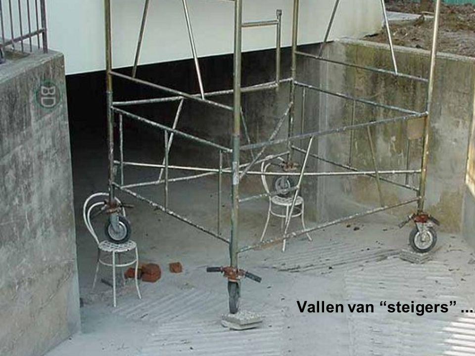 W OR M Vallen van steigers ........