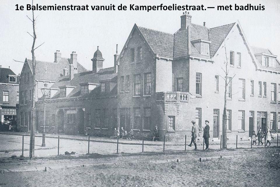 1e Balsemienstraat vanuit de Kamperfoeliestraat.— met badhuis