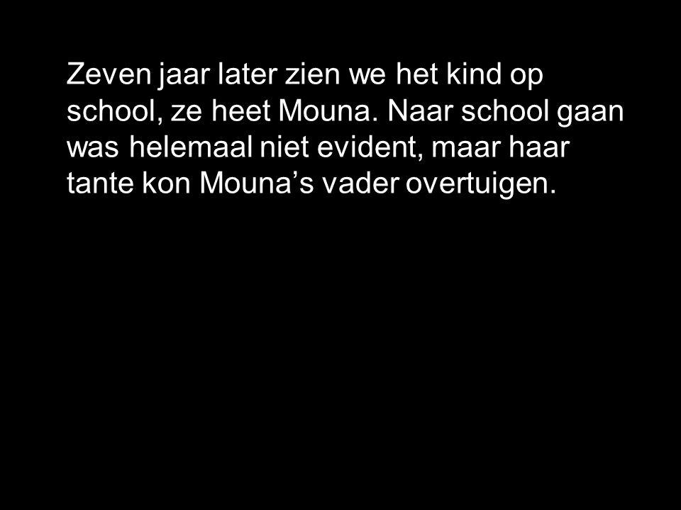 Zeven jaar later zien we het kind op school, ze heet Mouna.