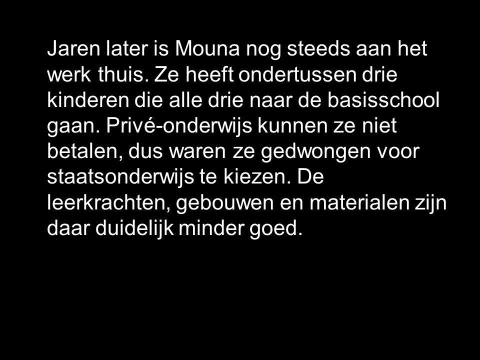 Jaren later is Mouna nog steeds aan het werk thuis.