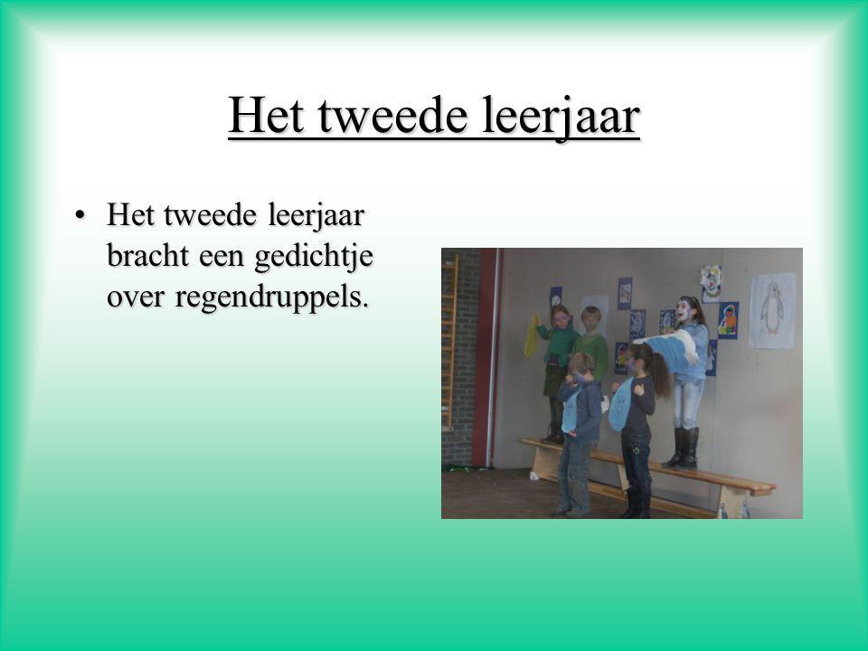 Het eerste leerjaar Het eerste leerjaar brachten een liedje van plop: De regendans.Het eerste leerjaar brachten een liedje van plop: De regendans. En