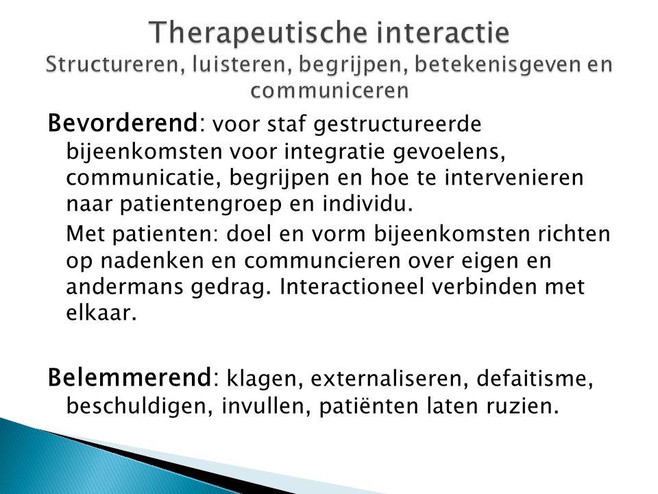 Bevorderend: voor staf gestructureerde bijeenkomsten voor integratie gevoelens, communicatie, begrijpen en hoe te intervenieren naar patientengroep en