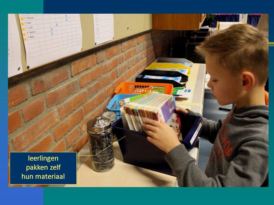 leerlingen pakken zelf hun materiaal