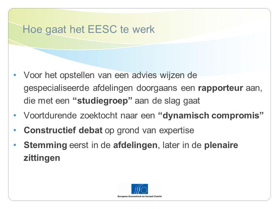 Hoe gaat het EESC te werk Voor het opstellen van een advies wijzen de gespecialiseerde afdelingen doorgaans een rapporteur aan, die met een studiegroep aan de slag gaat Voortdurende zoektocht naar een dynamisch compromis Constructief debat op grond van expertise Stemming eerst in de afdelingen, later in de plenaire zittingen