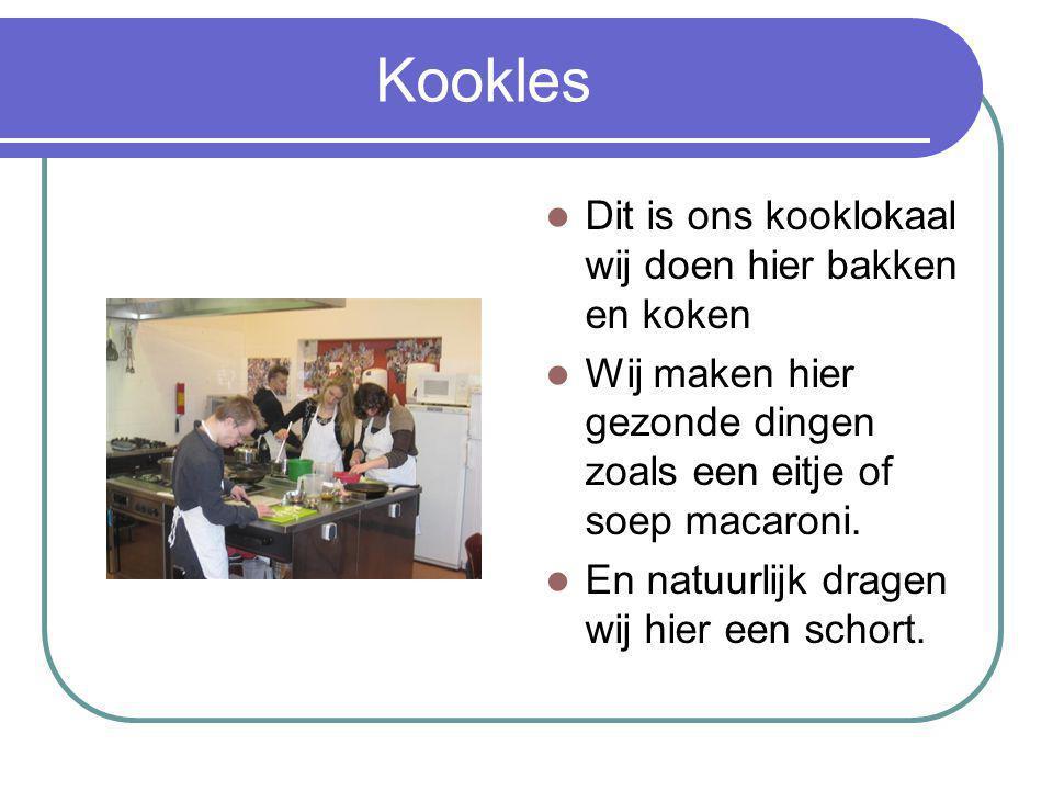 Kookles Dit is ons kooklokaal wij doen hier bakken en koken Wij maken hier gezonde dingen zoals een eitje of soep macaroni.