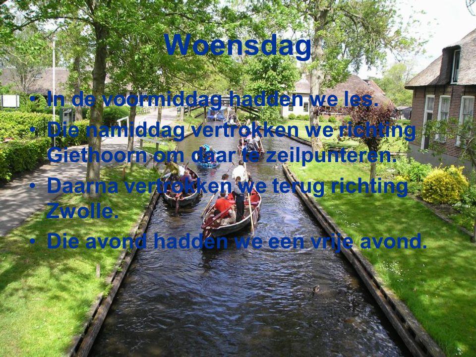 Woensdag In de voormiddag hadden we les. Die namiddag vertrokken we richting Giethoorn om daar te zeilpunteren. Daarna vertrokken we terug richting Zw